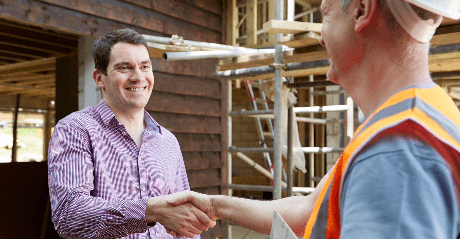 8 Questions to Ask a Builder Shaking Hands Image
